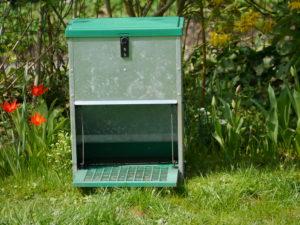 Futterautomat für Hühner, Geflügelfutterautomat mit automatischer Trittplatte, Feedomatic